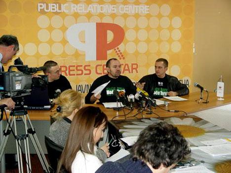 Stevovic u press centru - Podgorica 2004 godine